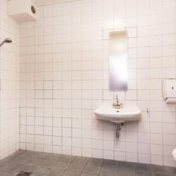 behindertengerechtes Badezimmer im Kinderfreizeitheim de Putte in den Niederlanden