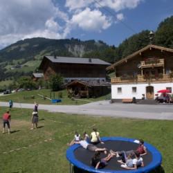 Die Ausstattung im Außenbereich des Höllwarthof in Österreich.