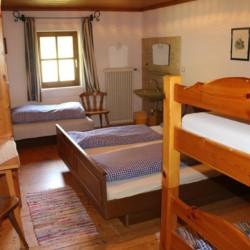 Die Zimmer im Gruppenhaus Höllwarthof in Österreich.