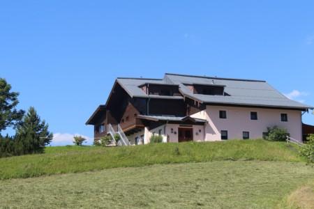 Das österreichische Freizeitheim Kurzenhof mit hauseigenem See.