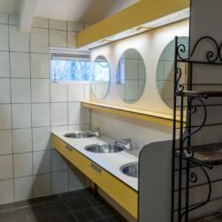 Sanitär im niederländischen Gruppenhaus Het Lohr