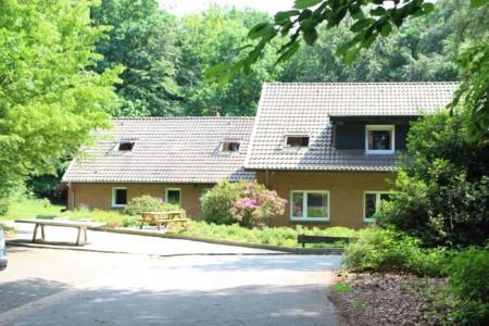 Außenansicht des deutschen Gruppenhauses Waldheim Häger