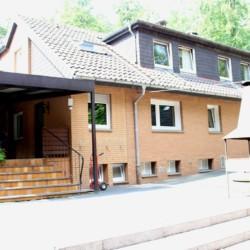 Terrasse mit Grill im Kinderfreizeitheim und Jugendfreizeithaus Waldheim Häger