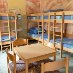 Mehrbettzimmer im deutschen Kinderfreizeit und Jugendfreizeithaus Waldheim Häger