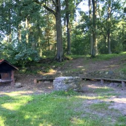 Grillplatz mit Pizzabackhaus direkt am geschütztem Wald vom Kinder und Jugendferienhaus Freizeitheim Lehringen