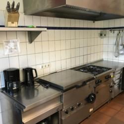 Profiküche Gastronomieherd mit Backofen im deutschen kinder und Jugendfreizeithaus Lehringen
