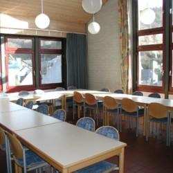 Speisesaal im deutschen Gruppenhaus Jugendhaus Monschau in der Eifel.