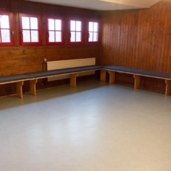 Gruppenraum im deutschen Freizeitheim Schotten für Kinder und Jugendreisen.