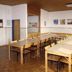 Der Speisesaal im deutschen Gruppenhaus Freizeitheim Settrup in Niedersachsen.