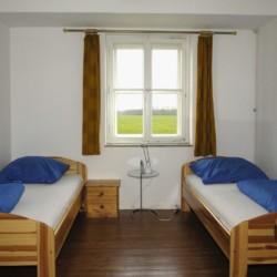 Ein Doppelzimmer im niedersächsischen Freizeitheim Settrup in Deutschland.