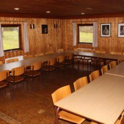 Der Speisesaal im dänischen Gruppenhaus Tydal für barrierefreie Gruppenreisen.
