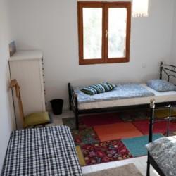 GRK1Schlafhaus im griechischen Feriencamp für Jugendfreizeiten direkt am Meer