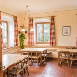 Speisesaal im Gruppenhaus Ering in Bayern für Jugendfreizeiten