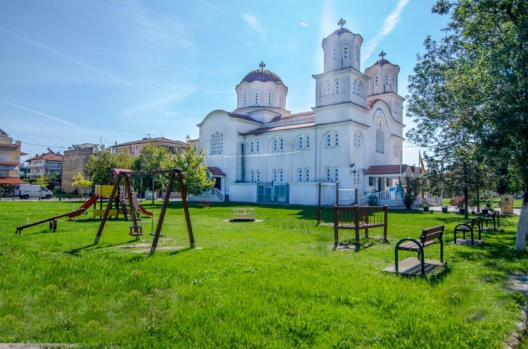 Spielplatz beim griechischen barrierefreien Gruppenhaus am Meer