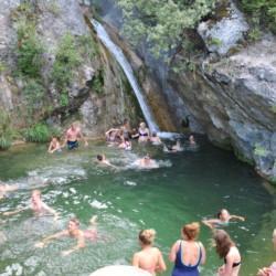 Wasserfall beim griechischen Feriencamp für Jugendfreizeiten direkt am Mittelmeer