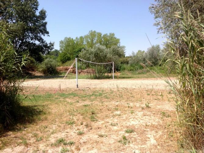Volleyballfeld am griechischen Feriencamp für Jugendfreizeiten direkt am Meer