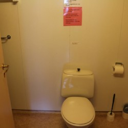 noom Sanitäre Anlagen, Duschen und Toiletten im norwegischen Gruppenhaus Omlid