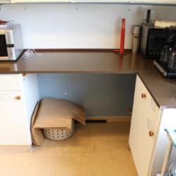 Gruppenküche im norwegischen Freizeitheim im Wald Haraset.