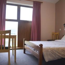 Ein Doppelzimmer im Freizeithaus Donegal Hostel in Irland.