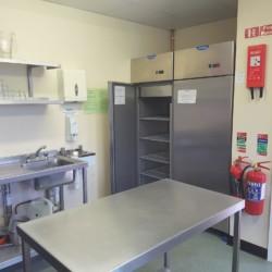 Die Küche im irischen Gruppenhaus für Kinder und Jugendfreizeiten Donegal Hostel.