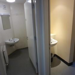 Sanitäre Anlagen im Gruppenhaus Donegal Hostel in Irland.