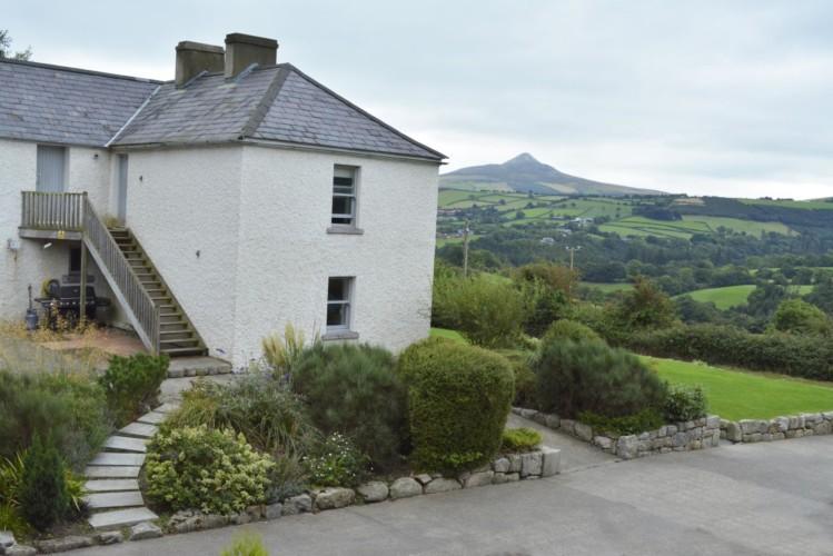 Das Freizeitheim Lackan House für Kinder und Jugendreisen in Irland am Berg Great Sugar Loaf.