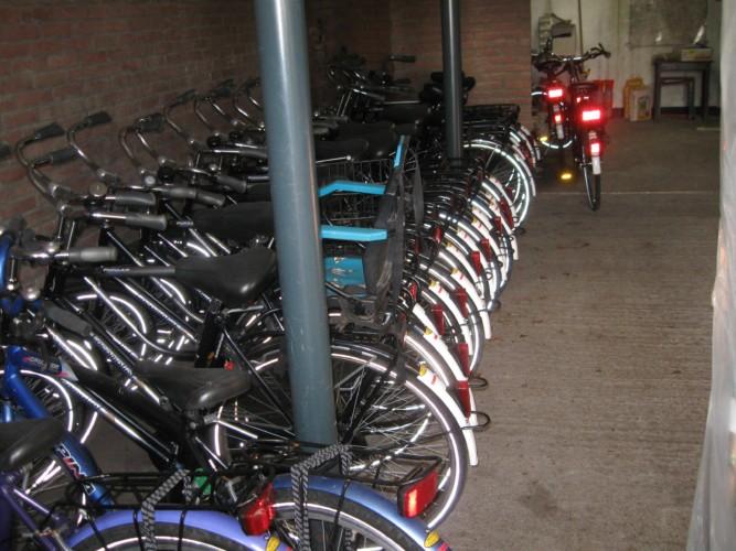 Der Fahrradverleih am Gruppenhaus Doevehuis in den Niederlanden.