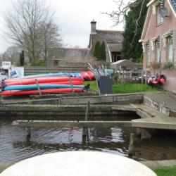 Kanuverleih am niederländischen Gruppenhaus Doevehuis.