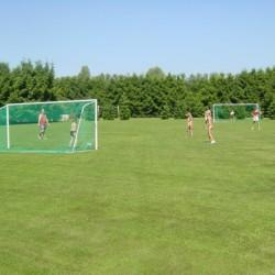 Eine große Spielwiese am niederländischen Freizeitheim Zwaluwnest.