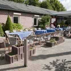 Die Terasse am Gruppenhaus Het Lohr*** in den Niederlanden.