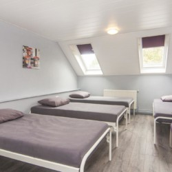 Vierbett-Zimmer im niederländischen Gruppenhaus de Putte für Jugendfreizeiten