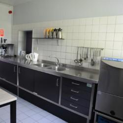 Selbstversorger-Küche im niederländischen Freizeitheim de Putte für Kinderfreizeiten