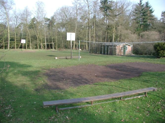 Die Sportanlage im niederländischen Gruppenhaus de Repelaerhoeve am Waldrand.