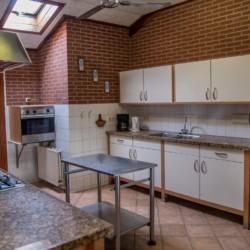Die Küche im niederländischen Freizeitheim Rowaldhoeve Boerderij.