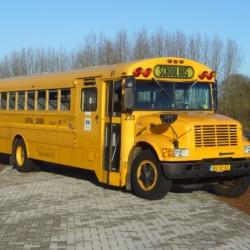 Der amerikanischer Schulbus im niederländischen Freizeitheim Schaapskooi.