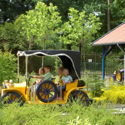Ausflug zum Freizeitpark vom niederländischen Gruppenhaus Zwerfsteen