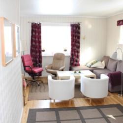 Einer der Gruppenräume im Freizeitheim Kvinatun in Norwegen.
