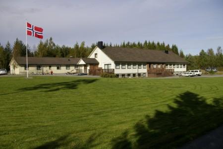 Das norwegische Freizeitheim Degernes Misjonsgård am See.