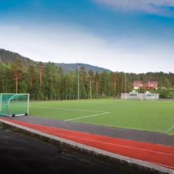Das Außengelände des Gruppenhauses Kvinatun in Norwegen.