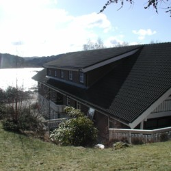 norwegisches Gruppenhaus am See Ognatun Ungdomssenter