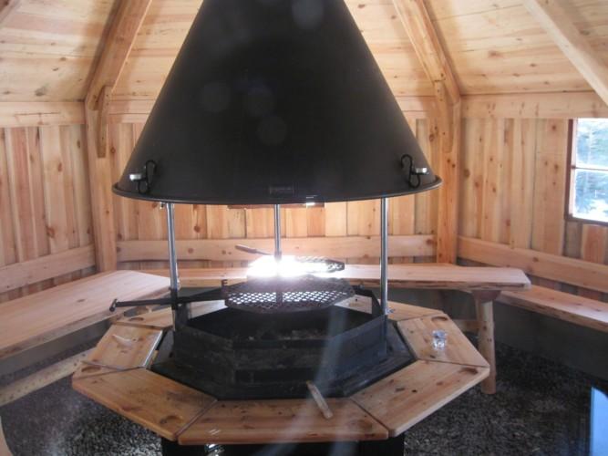 Die Lagerfeuerhütte des Gruppenhauses Undeland in Norwegen.