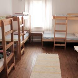 Ein Zimmer im Gruppenhaus Broddetorp in Schweden.