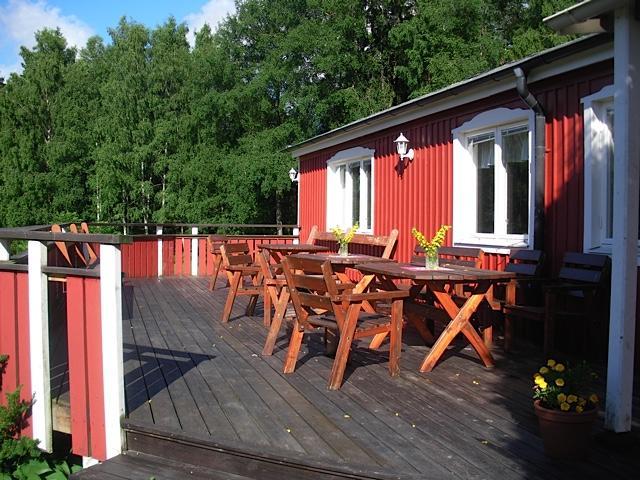 Die Sonnenterrasse des Gruppenhauses Bergehms in Schweden..
