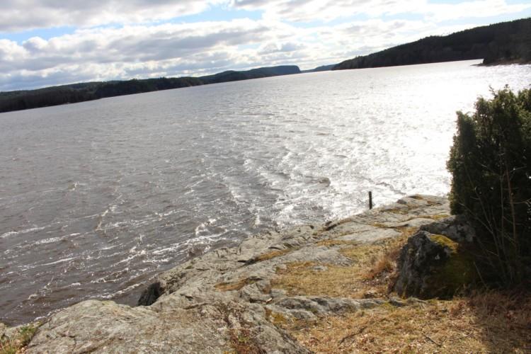 Der See am Haus Berghems in Schweden.