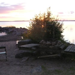 Außengelände vom schwedischen Gruppenhaus Däldenäs direkt am See für Jugendfreizeiten