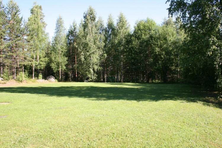 Die hauseigene Wiese am Freizeitheim Gläntan in Schweden.