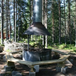 Die Lagerfeuerstelle im Gruppenhaus Gläntan in Schweden.