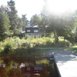 Badebrücke des Gruppenhauses Greagarden für Kinder und Jugendliche in Schweden.