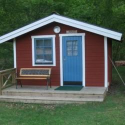 Eine Schlafhütte des Freizeitheims Idrottsgården i Flen in Schweden.