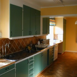 Küche im schwedischen Freizeithaus Idrottsgården i Flen für Kinder und Jugendreisen.